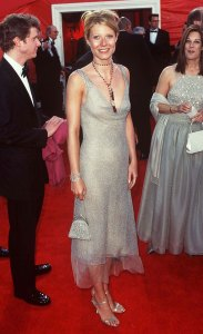 Gwyneth Paltrow is auctioning off her Oscar 2000 dress for relief COVID-19