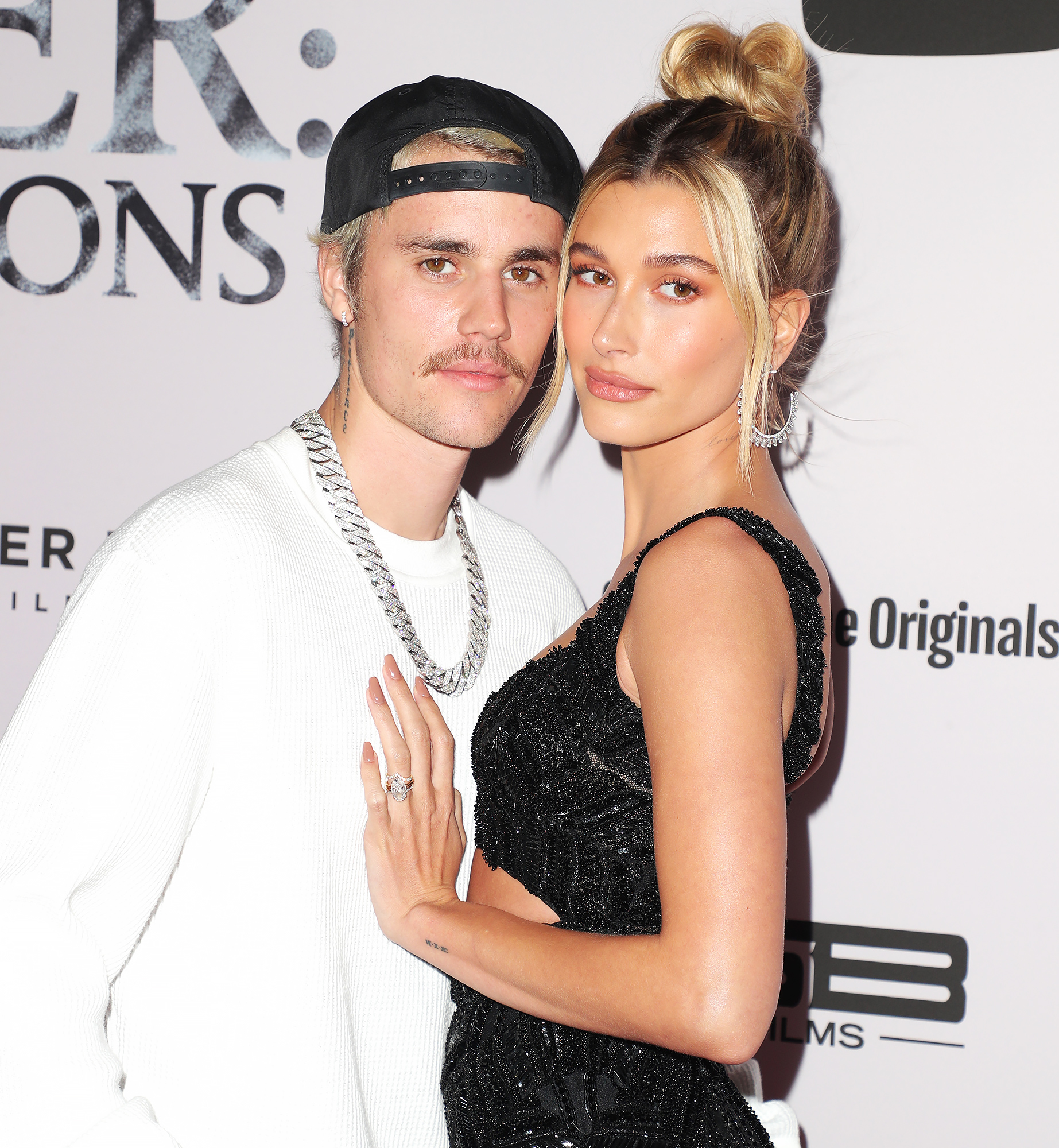 Hailey Baldwin Kisses Justin Bieber in PDA-Heavy Selfie Amid Quarantine