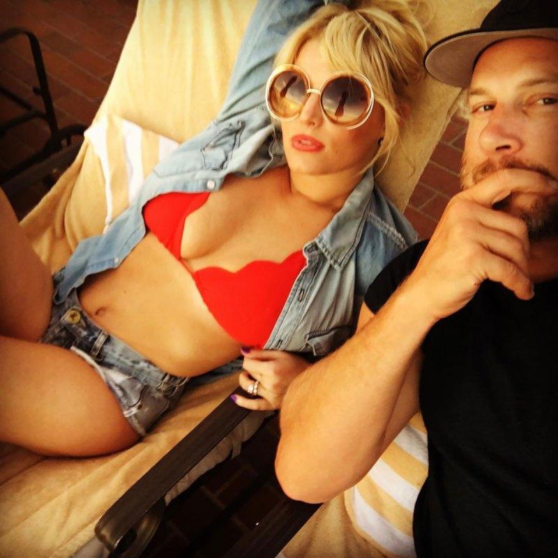 Pregnant Jessica Simpson Shares Bikini Pic Just Weeks