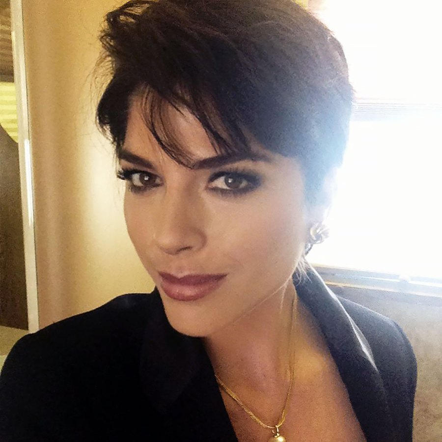 Selma Blair Looks Identical to Kris Jenner in a Cropped Wig