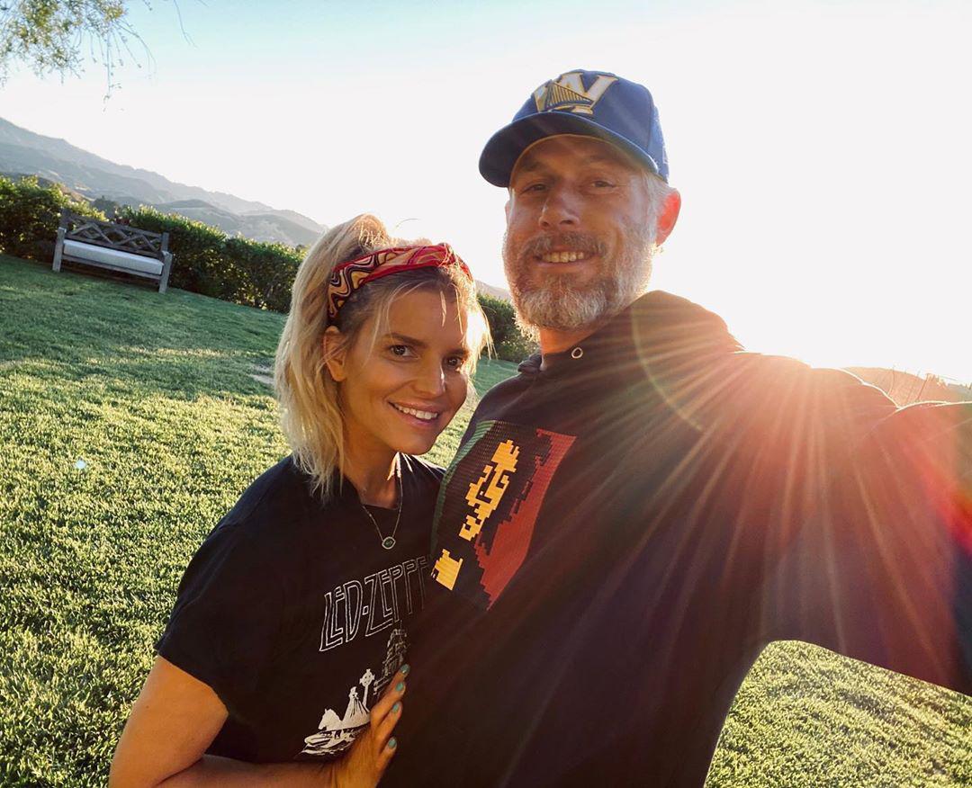 Jessica Simpson Celebrates 10th Anniversary With Eric Johnson