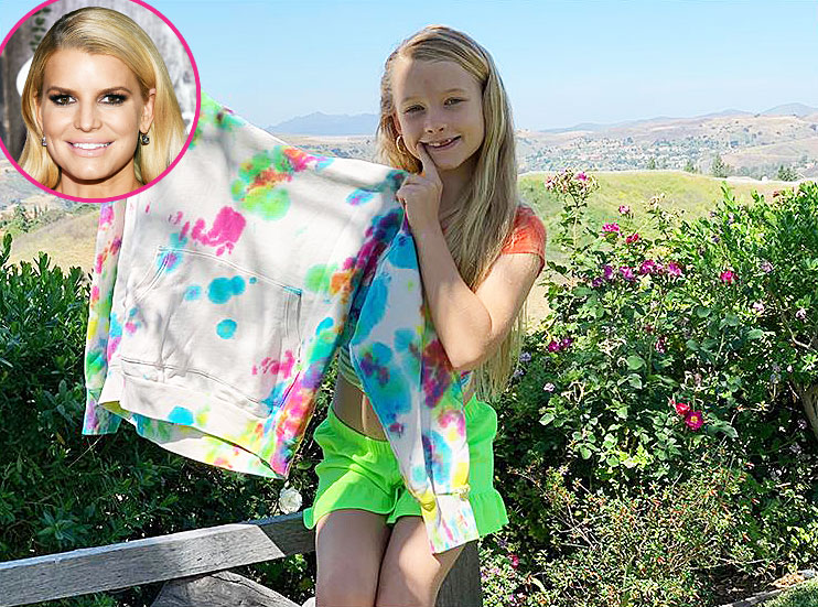 Jessica Simpson Daughter Maxwell Makes a Tie-Dye Sweatshirt for the Singer for Mothers Day
