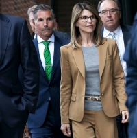 Lori Loughlin Mossimo Giannulli to Plead Guilty in College Case