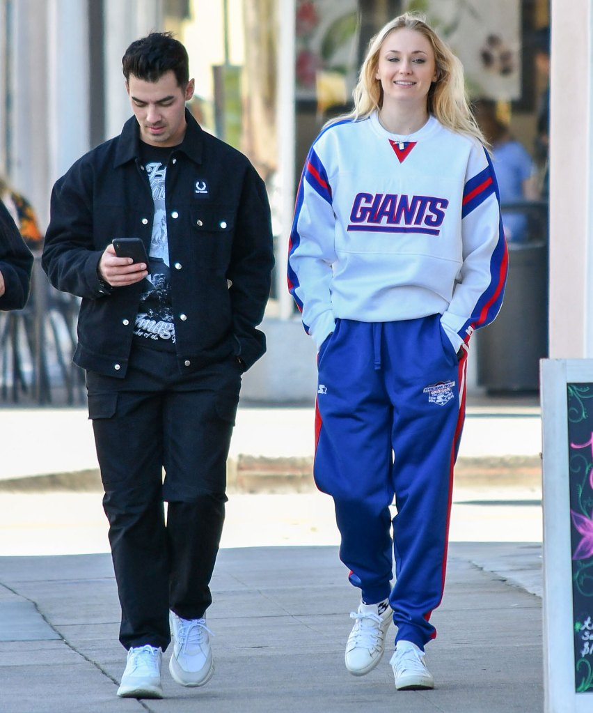 Pregnant Sophie Turner Shows Her Baby Bump While Walking With Joe Jonas