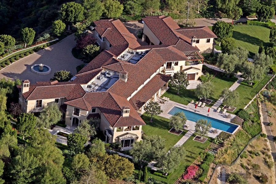 Prince Harry Meghan Markle Are Living in Tyler Perry Los Angeles Mansion Amid Quarantine