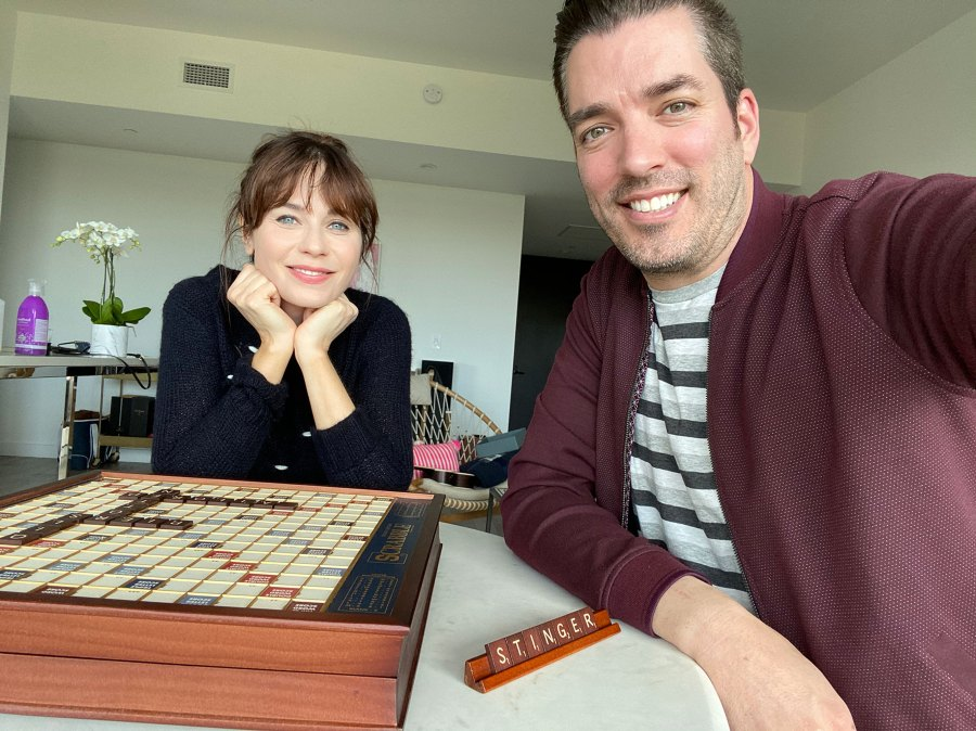 Zooey Deschanel and Jonathan Scott Stars Playing Games Amid Quarantine