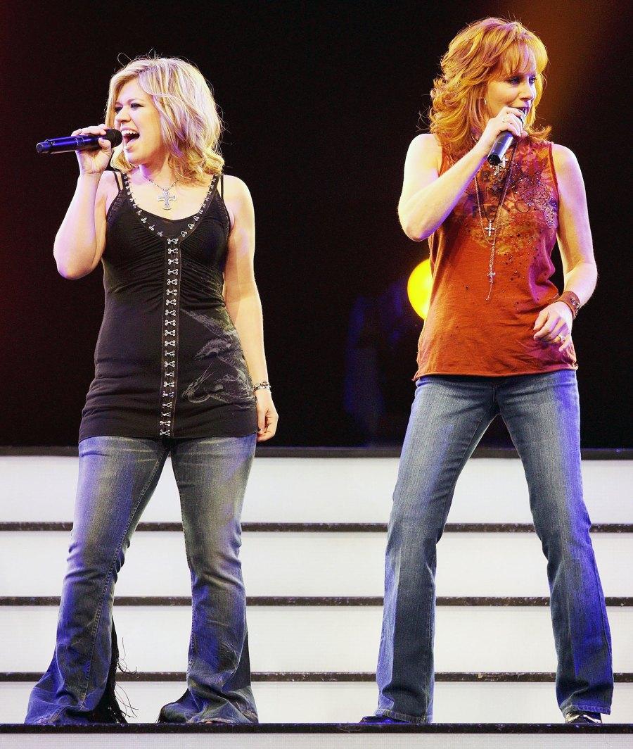 Kelly Clarkson and Reba McEntire Performing in 2008 Inside Kelly Clarkson Close Bond With Estranged Husband Brandon Blackstock Former Stepmom Reba McEntire