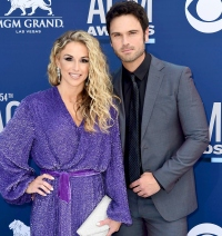 Chuck Wicks and Kasi Morstad expecting baby