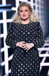 Kelly Clarkson Calls Out Police Looters Taking Advantage Protests