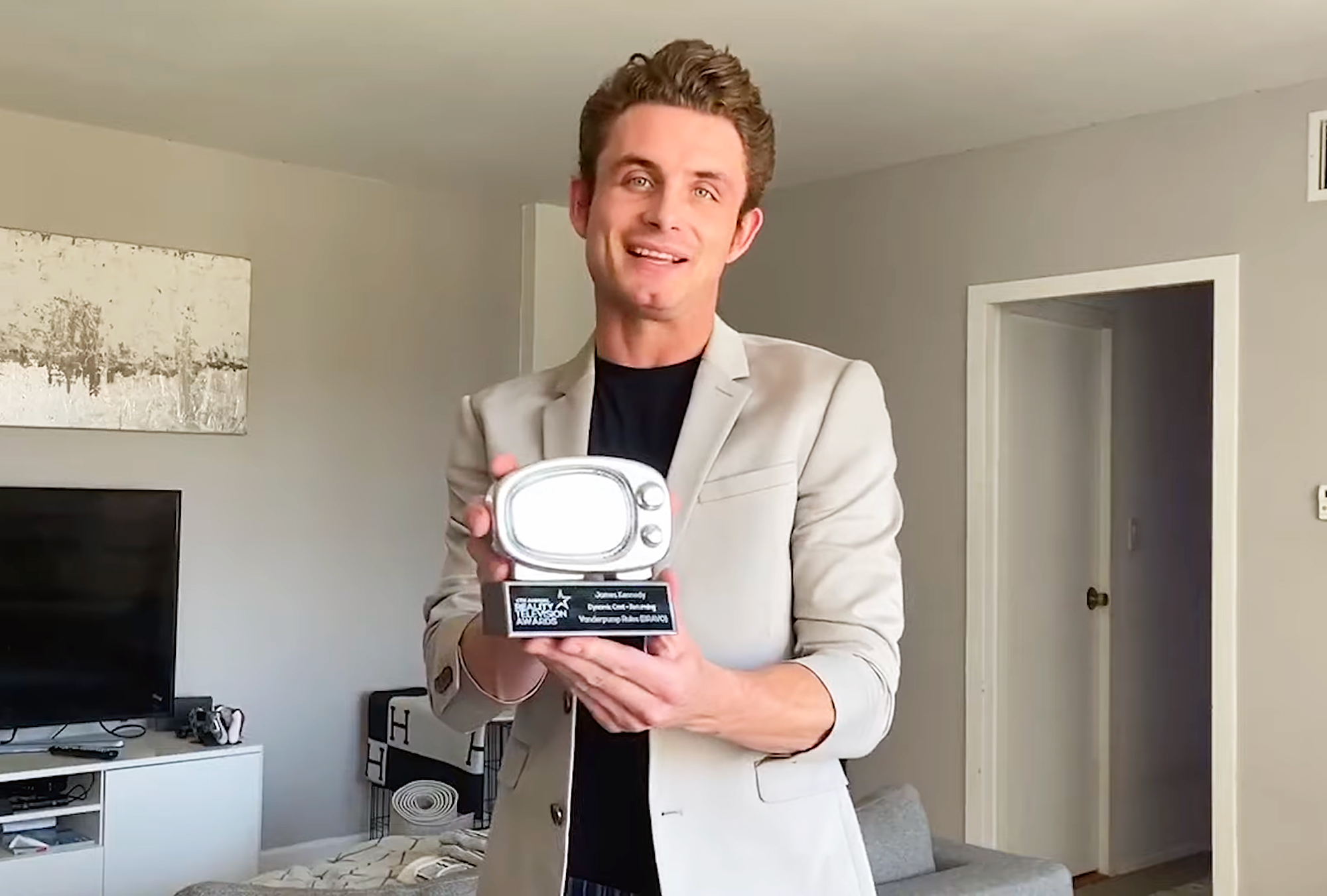 Vanderpump Rules James Kennedy Awkwardly Presents Award for Dynamic Cast Returning After 4 Firings