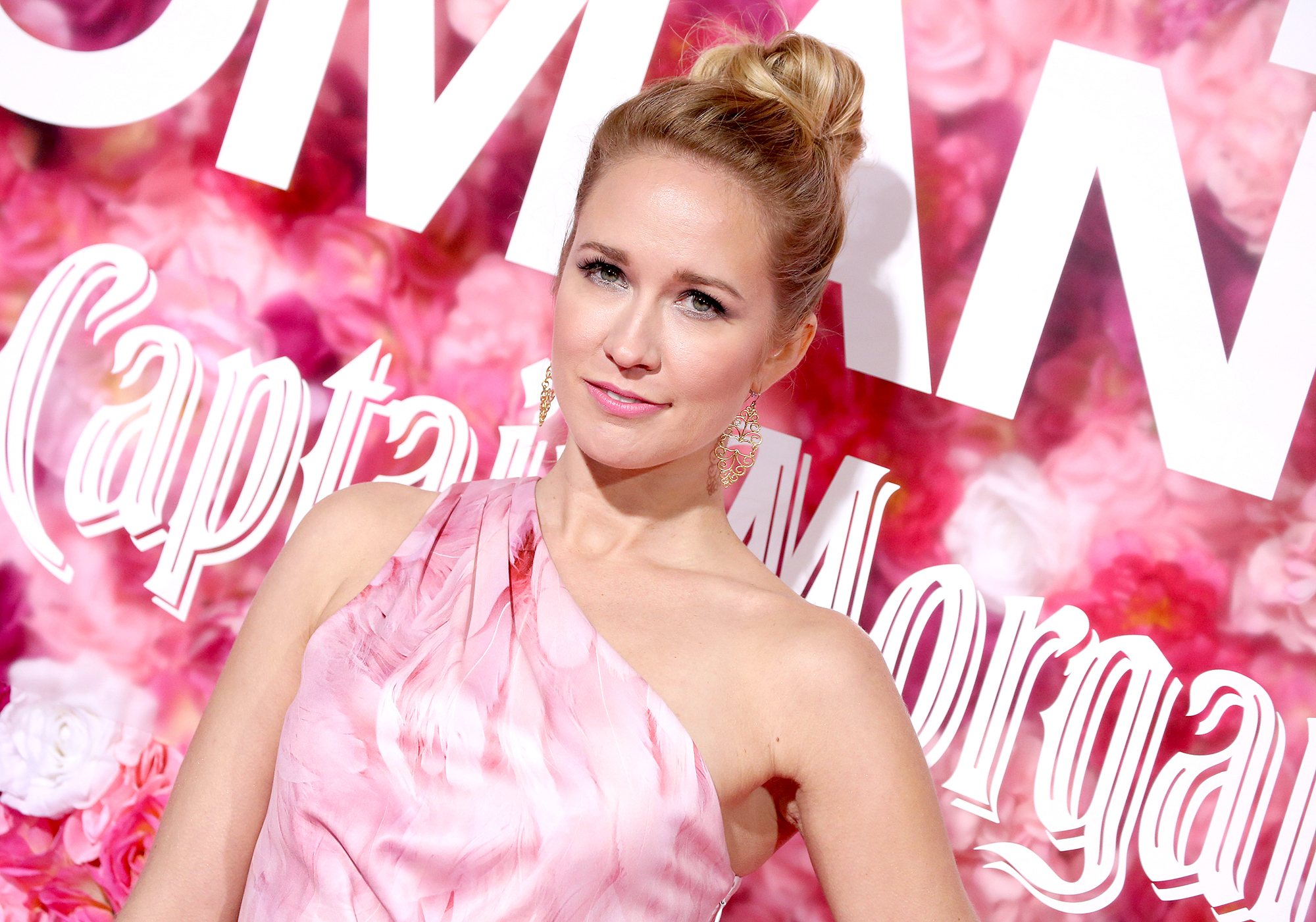 Anna Camp Says She Had COVID-19 for 3 Weeks After Not Wearing a Mask Once