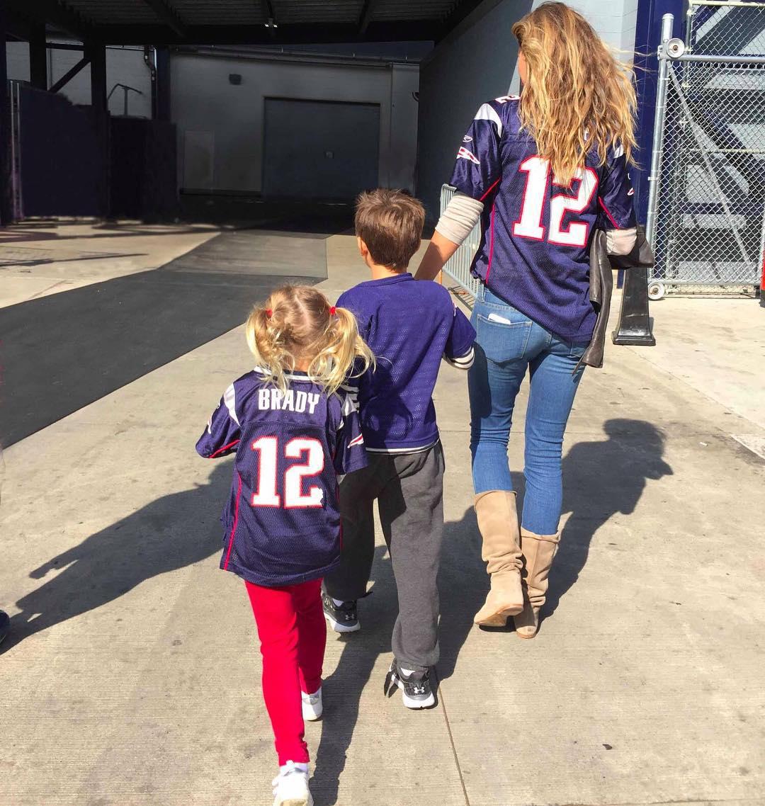 Tom Brady Gisele Bundchen S Family Album Pics With Kids