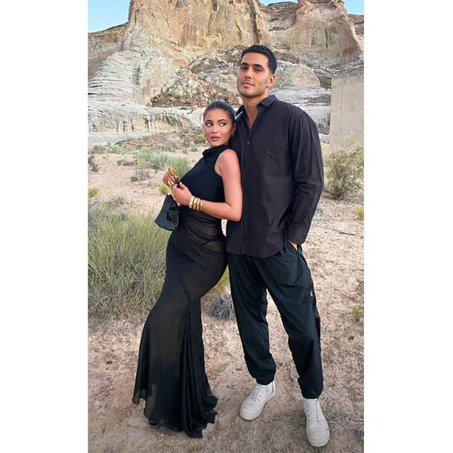 Kendall Jenner Kylie Jenner Vacation Desert With Friends