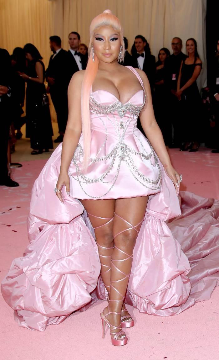 Pregnant Nicki Minaj Shows Bare Baby Bump Dancing to Move Ya Hips