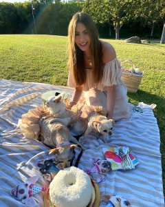 Sofia Vergara Shares Hilarious Series of Food Selfies: 'Taking a Trip Down Memory Lane'