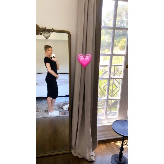 Mirror Selfie Stassi Schroeder Baby Bump Album See Her Pregnancy Pics Ahead 1st Child