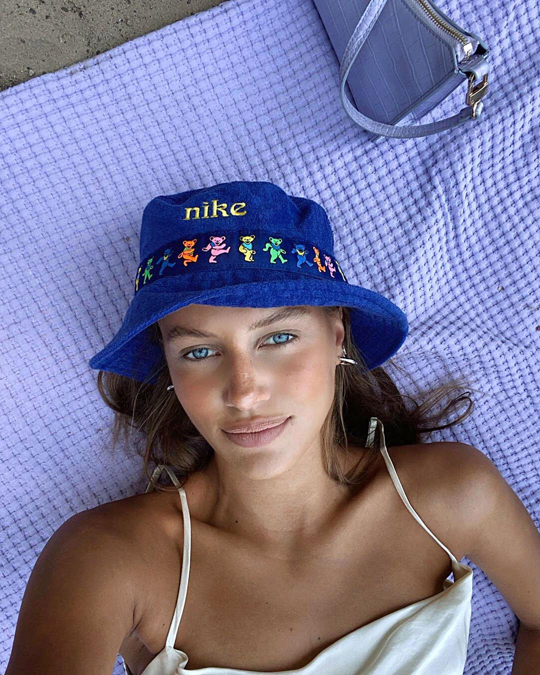Brad Pitt S Girlfriend Nicole Poturalski 5 Things To Know