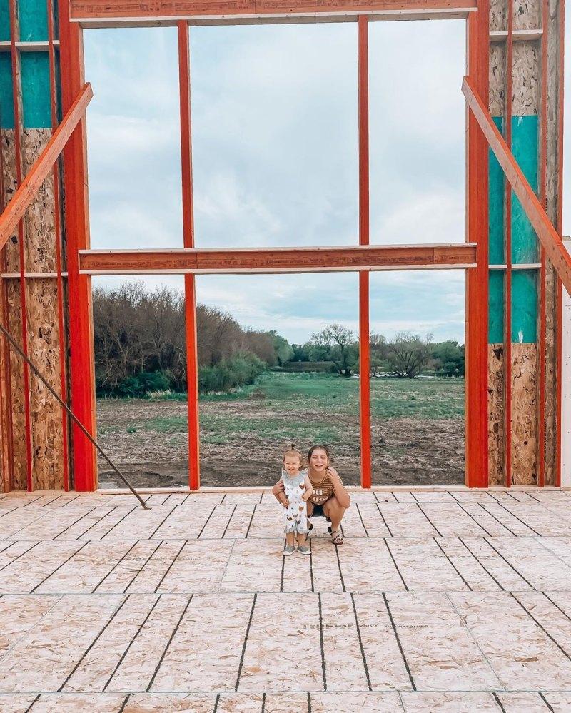 Pregnant Chelsea Houska Cole Deboer Build Farmhouse For Family Pics