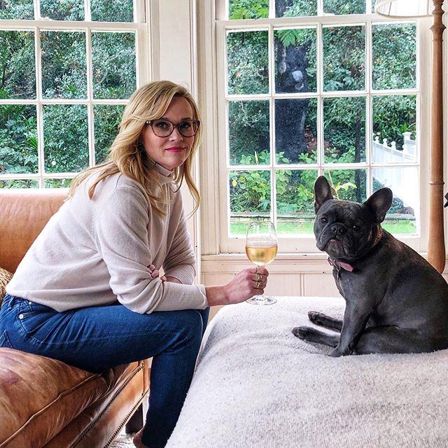 Reese Witherspoon y su hija Ava tienen el corazón roto por la muerte de Bulldog francés Pepper
