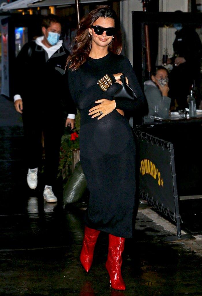 Emily Ratajkowski luce elegante y sexy en su primera salida desde que anunció su embarazo