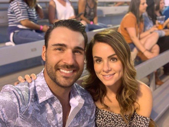 Ben Zorn de Bachelorette da la bienvenida al primer hijo con su prometida Stacy Santilena