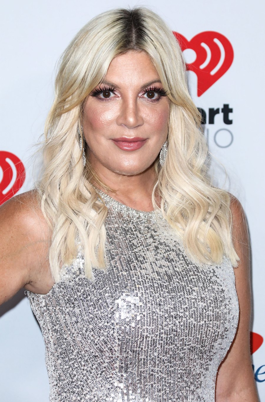Tori Spelling 90210 Stars Deny Jessica Alba Eye Contact Claim