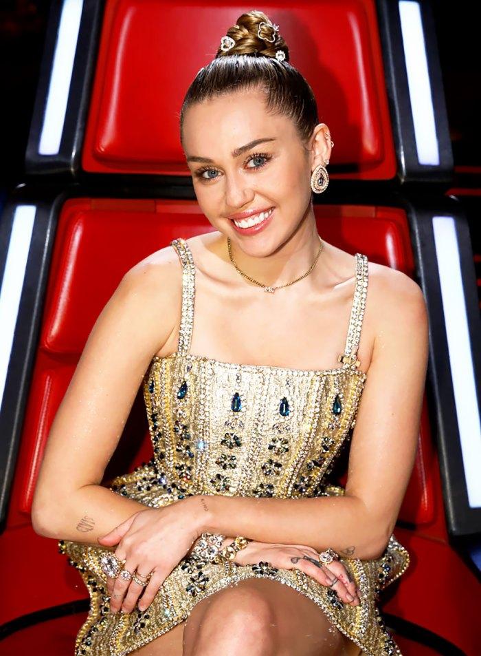 Miley Cyrus dice que su perro fue electrocutado en el set de 'The Voice' pero está 'bien' ahora