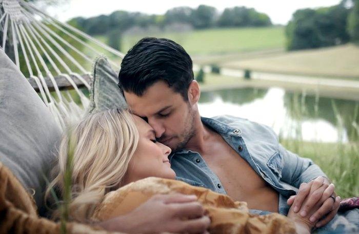 Miranda Lambert dice que tenía esposo Brendan McLoughlin Nuevo video musical es realmente bonito