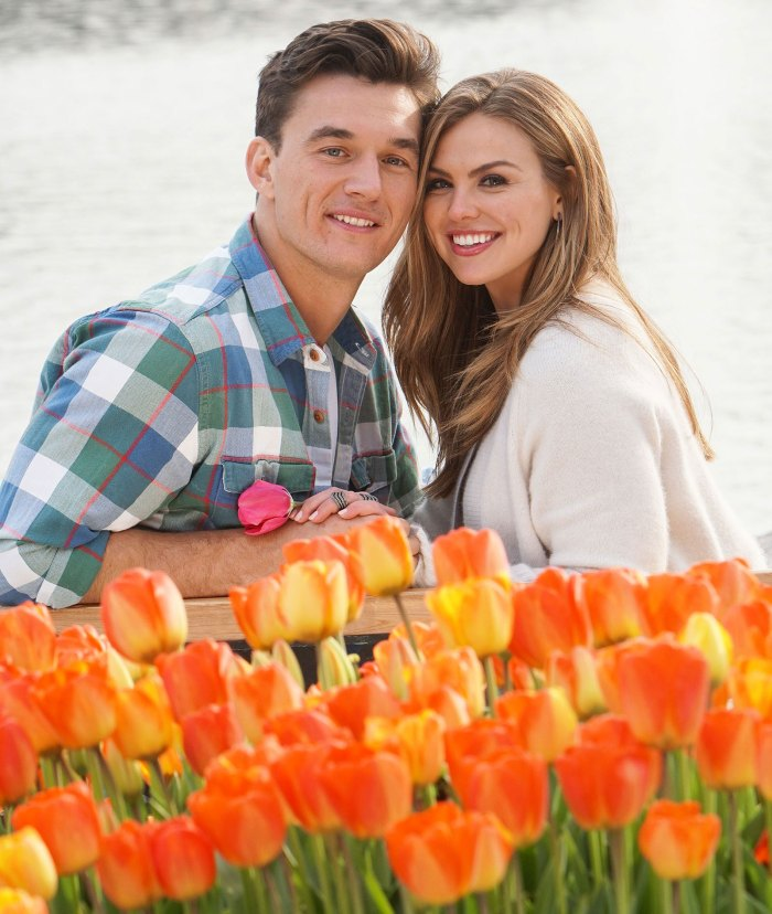 Bachelorette Tyler Cameron explica cómo eligió el anillo de compromiso de Hannah