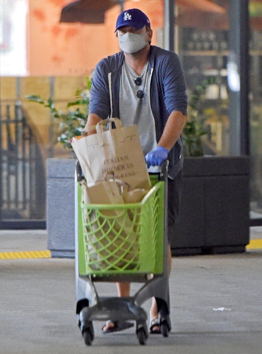 Don't Mind Leo All Times Leonardo DiCaprio Has Tried Hiding Plain Sight