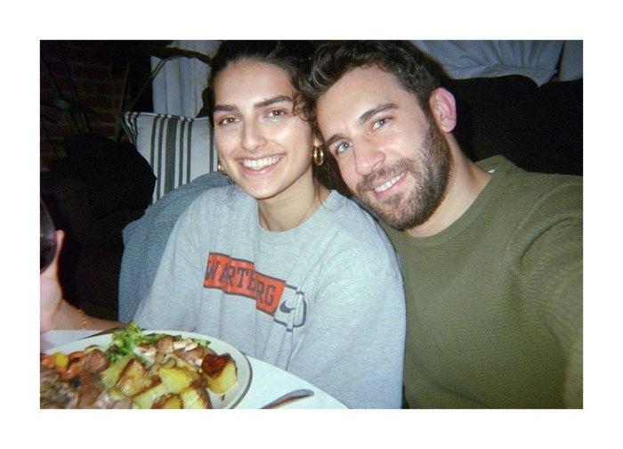 Licenciado en Paradise Derek Peth está comprometido con el modelo Saffron Vadher