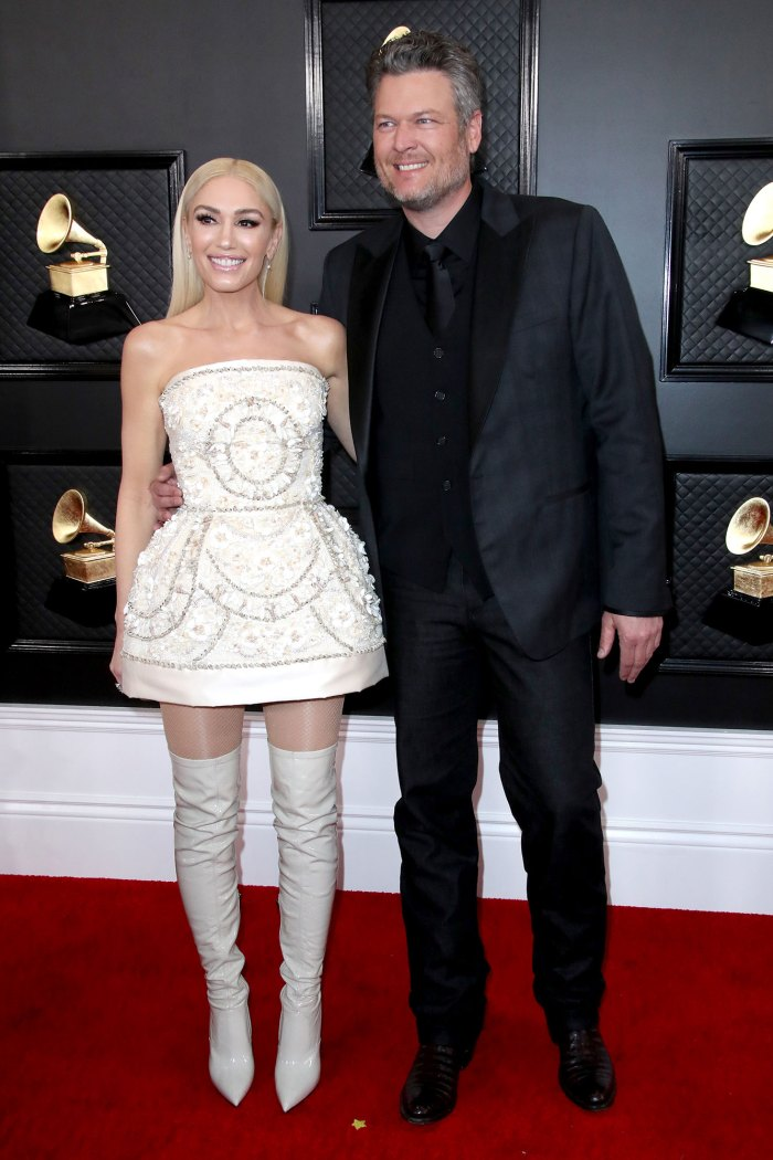 ¡Blake Shelton le da un dulce saludo a su prometida Gwen Stefani E!  Premios Grammy 2020 de People's Choice