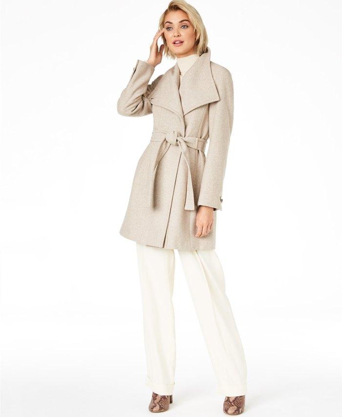 Abrigo cruzado asimétrico con cinturón de Calvin Klein