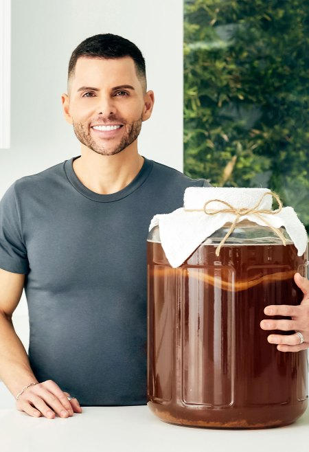 GT Living Foods Founder GT Dave Gives Behind-the-Scenes Look at 1 of Our Favorite Kombucha Brands