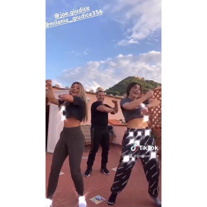 Joe Giudice intenta bailar en TikTok con sus hijas Gia y Melania durante la reunión