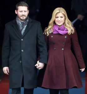 Kelly Clarkson Hints Certain People Could Be Bad You Amid Brandon Blackstock Divorce