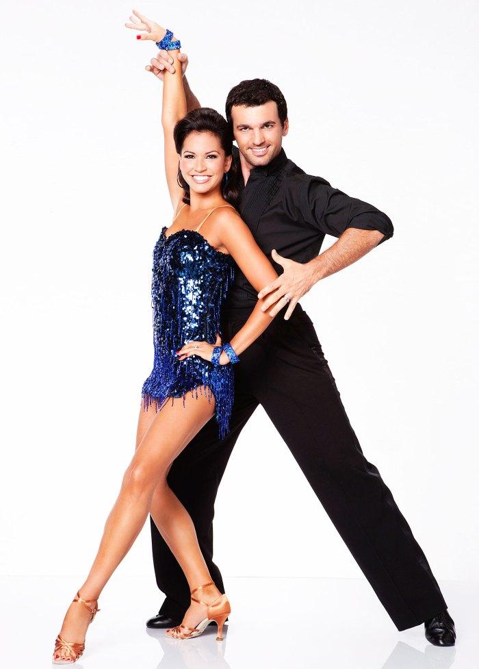 Melissa Rycroft y Tony Dovolani en Dancing With The Stars comparan las asociaciones de espectáculos con el matrimonio arreglado