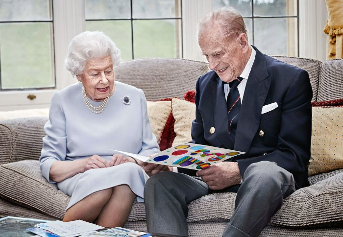 El broche de la reina Isabel es el toque perfecto para conmemorar su 73 aniversario de bodas con el príncipe Felipe
