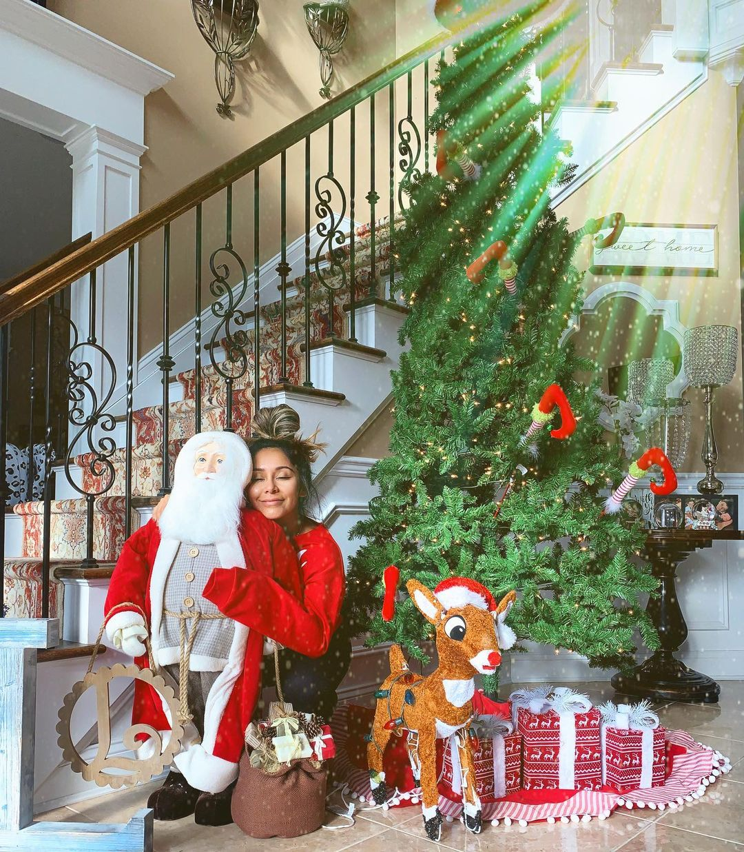 Celebrity Christmas Decor 2020 Celebrity Holiday Decorations of 2020: From Modern to Traditional