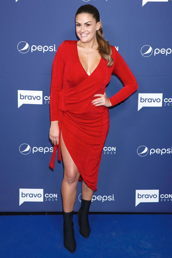 Vanderpump Rules Pregnant Brittany Cartwright Claps Back at Baby Bump Criticism