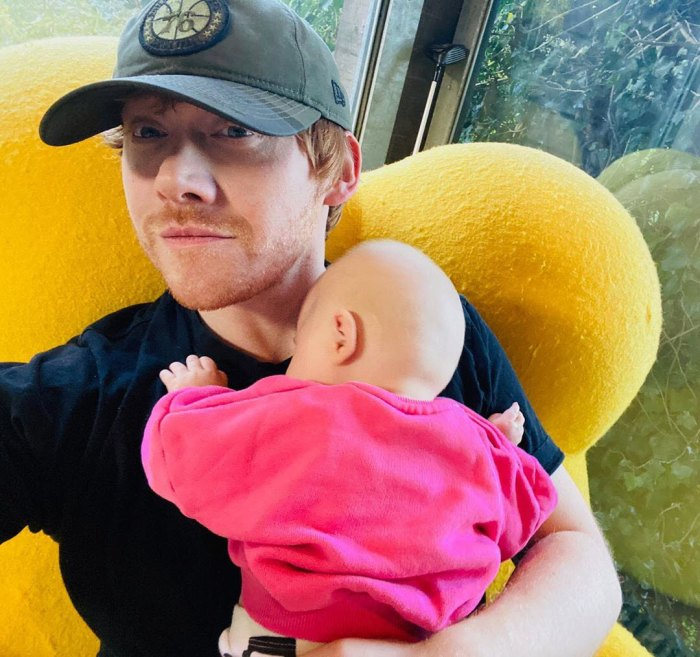 Bienvenido miércoles Rupert Grint comparte la primera foto de su hija
