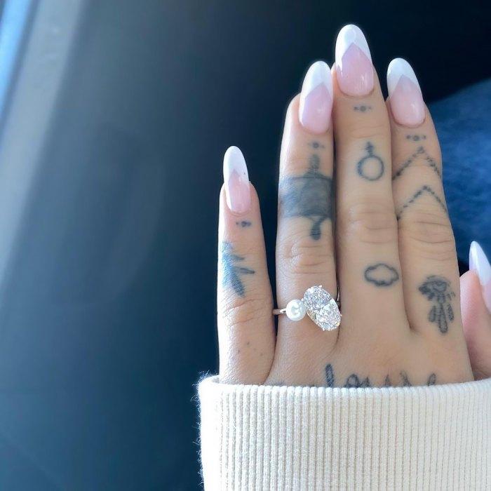 Ariana Grande está comprometida con su novio Dalton Gomez 2 años después de la separación de Pete Davidson