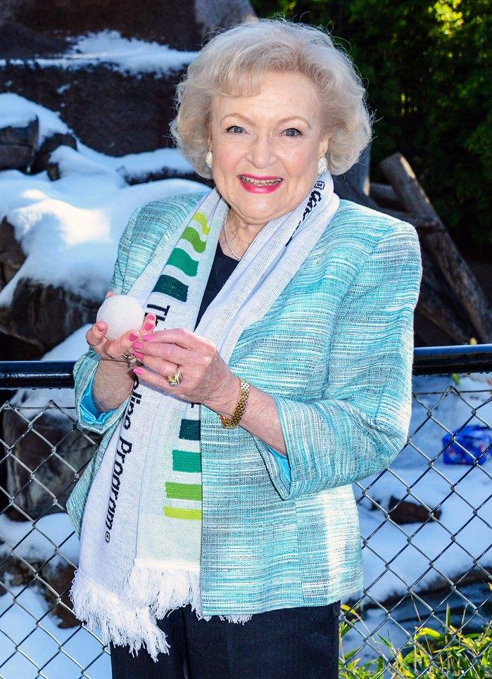 Betty White goza de buena salud y ánimo antes de cumplir 99 años