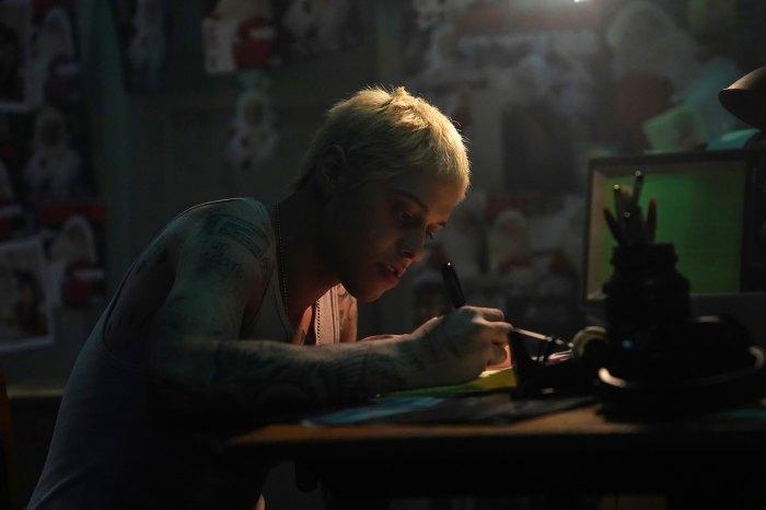 Eminem hace un cameo sorpresa en la parodia navideña de 'Stan' de Pete Davidson en 'Saturday Night Live'