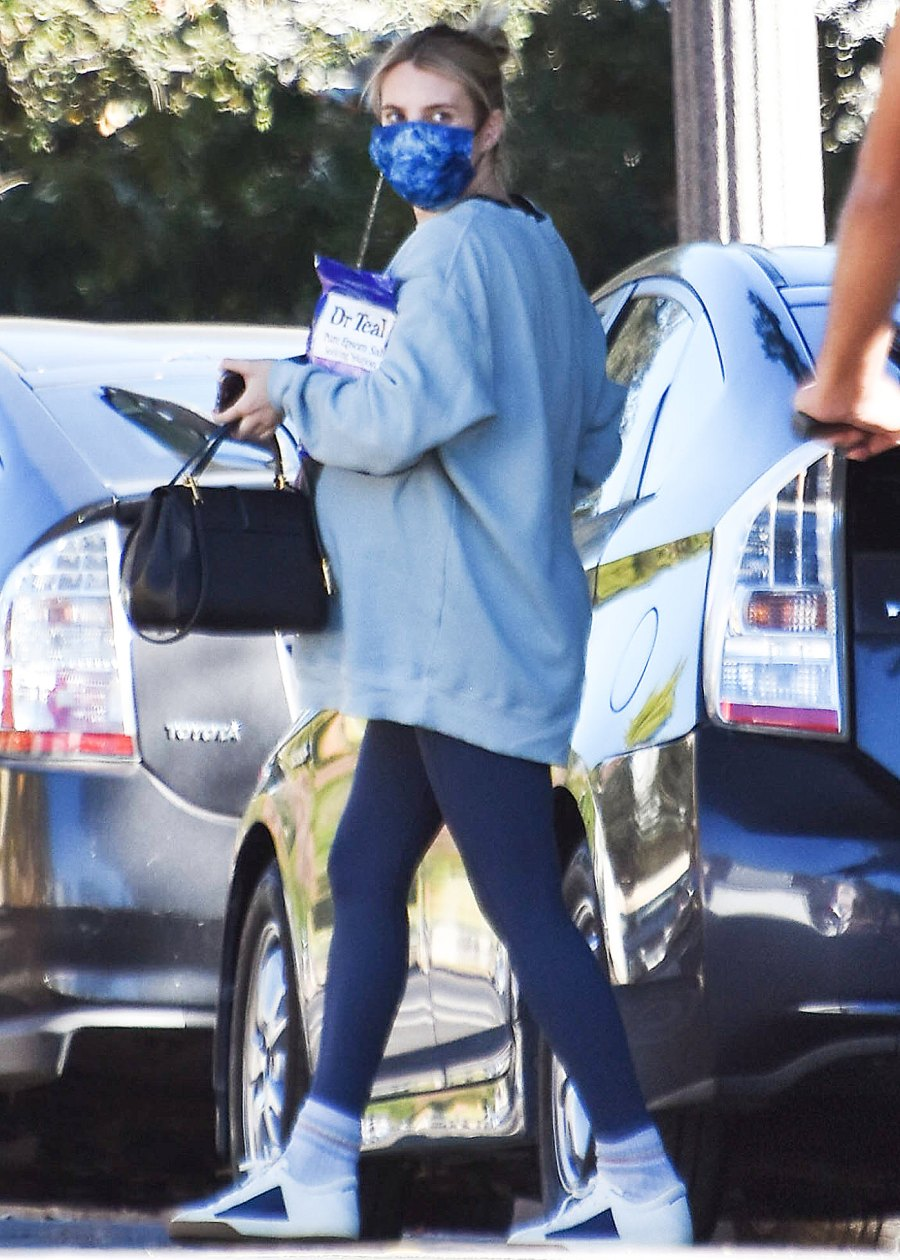 Emma Roberts baby bump