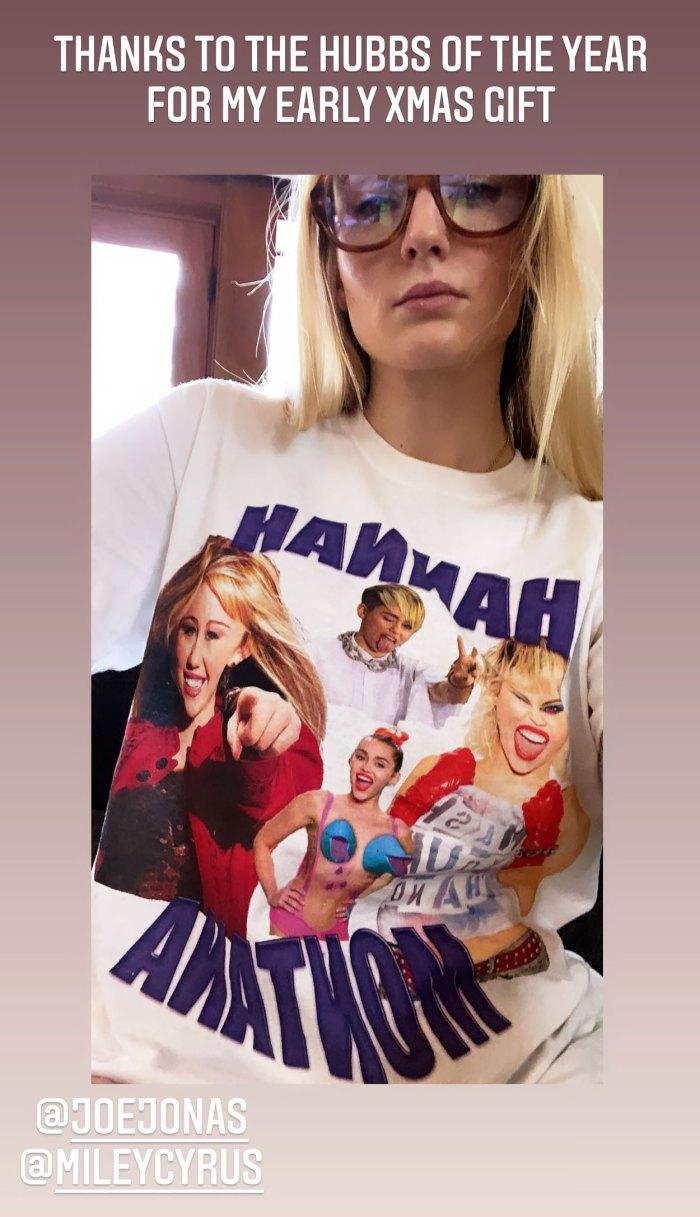 Joe Jonas regala a Sophie Turner una camiseta de Hannah Montana