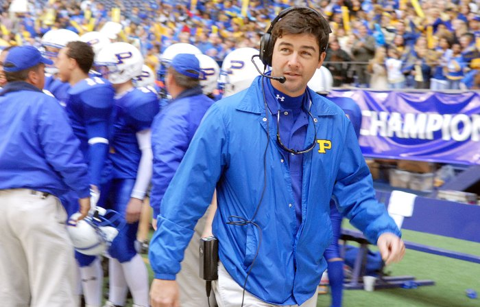 Kyle Chandler as Coach Taylor on Friday Night Lights Kyle Chandlers 2 Daughters Are Sick of Him Quoting Friday Night Lights