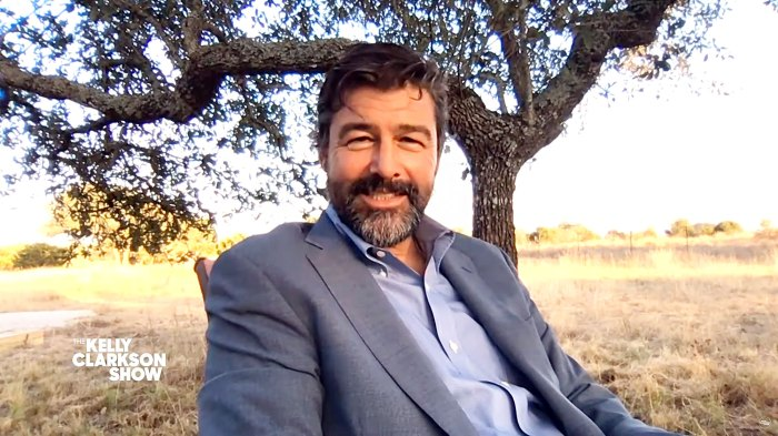 Kyle Chandler Visits The Kelly Clarkson Show Kyle Chandlers 2 Daughters Are Sick of Him Quoting Friday Night Lights