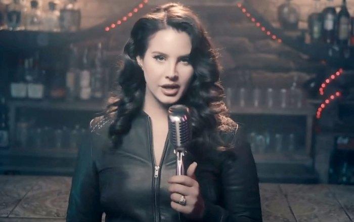Lana Del Rey se compromete Clayton Johnson 8 meses después de la separación de Sean Larkin