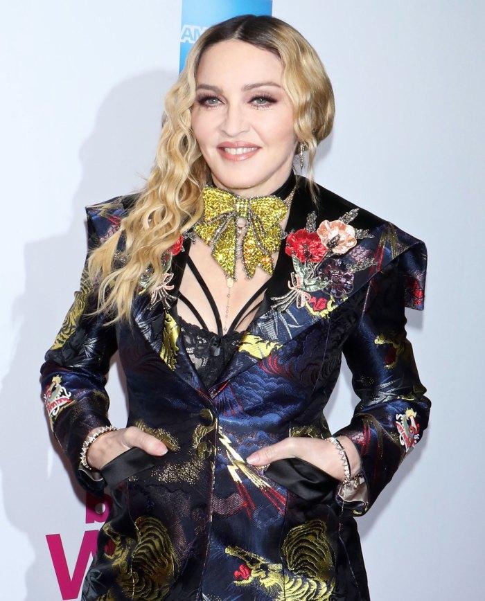 Madonna da una mirada rara a los 6 niños en el video familiar: 'Dando gracias'